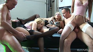 Slutty blondes and kinky dudes are having dirty orgy on the couch