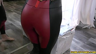 Nerd stepsis spreads her thick legs wide for her stepbro
