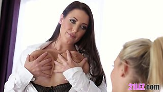Huge natural tits seducing the lesbian worker - Girlsway