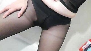 Hungarian Roni piss in black pantyhose