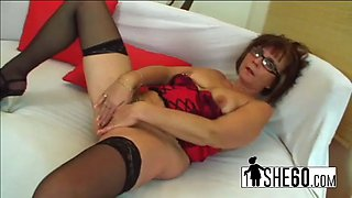 Milf with glasses gets her slit used