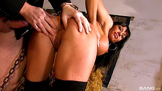 Busty girl Daniela De Castro knows how to satisfy a fat dick