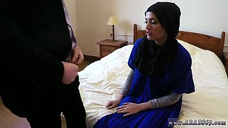 arab mom sleep xxx 21 year old refugee in my hotel apartment for sex video