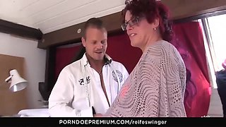 REIFE SWINGER - German swingers fucking in threesome