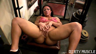 Naked Female Bodybuilder Masturbates in the Gym