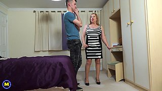 Mature blonde BBW Auntie Trisha seduced and fucked by a teen dude