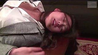 Femme japonaise force par un vendeur immobilier (full: shortina.comcmvmvcy)