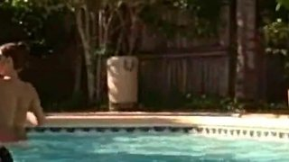 Amateur Couple Fuck In The Pool In Sunny Florida