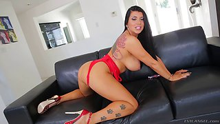 Curvaceous Romi Rain spreads her legs for the guy with a big dick