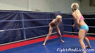 Amateur wrestling lesbos seducing pussies