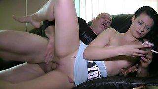 Cuckold leck sein Sperma ab 720p
