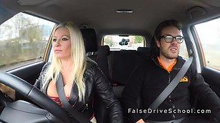 Huge tits blonde gets creampie in car