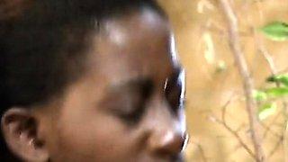 African sluts sharing huge white schlong in threeway