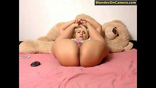 Flexible blonde whore masturbates her pussy