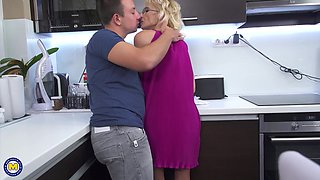 Mature blonde granny with glasses Gizelda B. pounded in the kitchen
