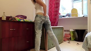Drunk girl smells her own ass and pees her jeans.