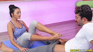 Foot fetish sex scene with Alyssia Kent getting fucked at the gym