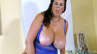 Euro mature whore Lulu is actually ready to play with her old cunt