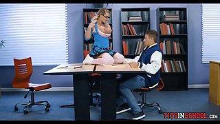 Jock and Blonde Bimbo get it on at School