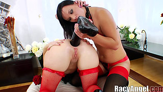 Alysa vs Isabella Clark Pleasurable Anal Gaping to Extreme Lesbians Action