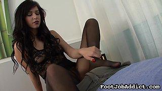 Sensual brunette gets a nice cumshot in foot fetish scene