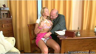 Young wanton bitch blows staff dick of fat mature stud