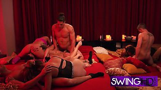 Swingers trying some new stuff in bed