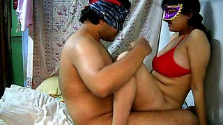 Amateur Indian chick Savita is getting dick