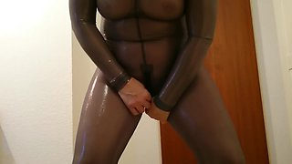 Tutorial: How to insert a plug with shiny catsuit