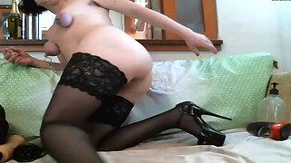 Kinky mature camgirl returns to fist & gape