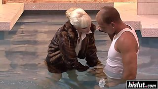 Pool dick sucking with hot Lena Cova