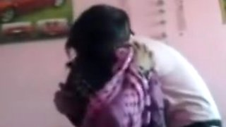 Desi aunty satisfied with big one